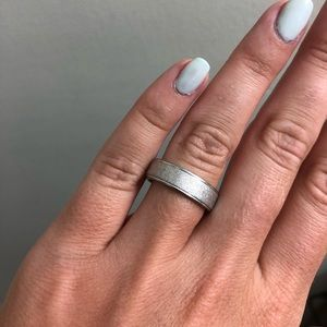 Stainless steel silver ring. Size 7
